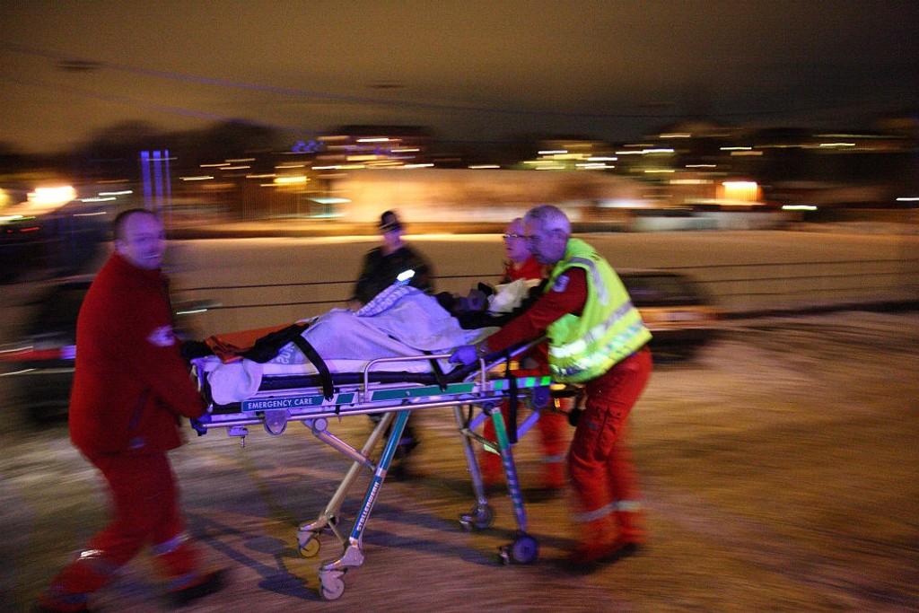En mann ble truffet av flere skudd søndag kveld, men skal ikke være livstruende skadd etter en skyteepisode ved Jordal stadion.