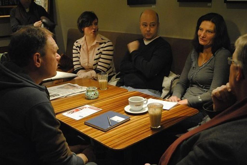Libe Riebe-Mohn (Ap) (t.h.) besøkte Sinsen Arbeidersamfunn sist uke.