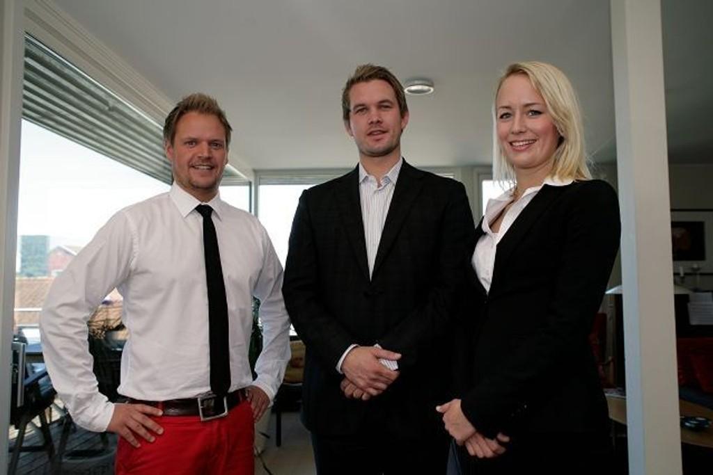 PÅ LANGTUR: Rune Haraldsen og Lise Løkka fra St. Hanshaugen må tippe takst i Trondheim. Programleder Frode Søreide til venstre.