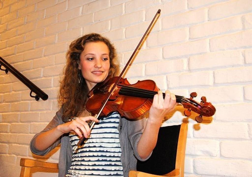 Fiolinen er sentral i Amanda Håøy Horns liv. Nå har hun fått et fint bidrag til videre satsing.