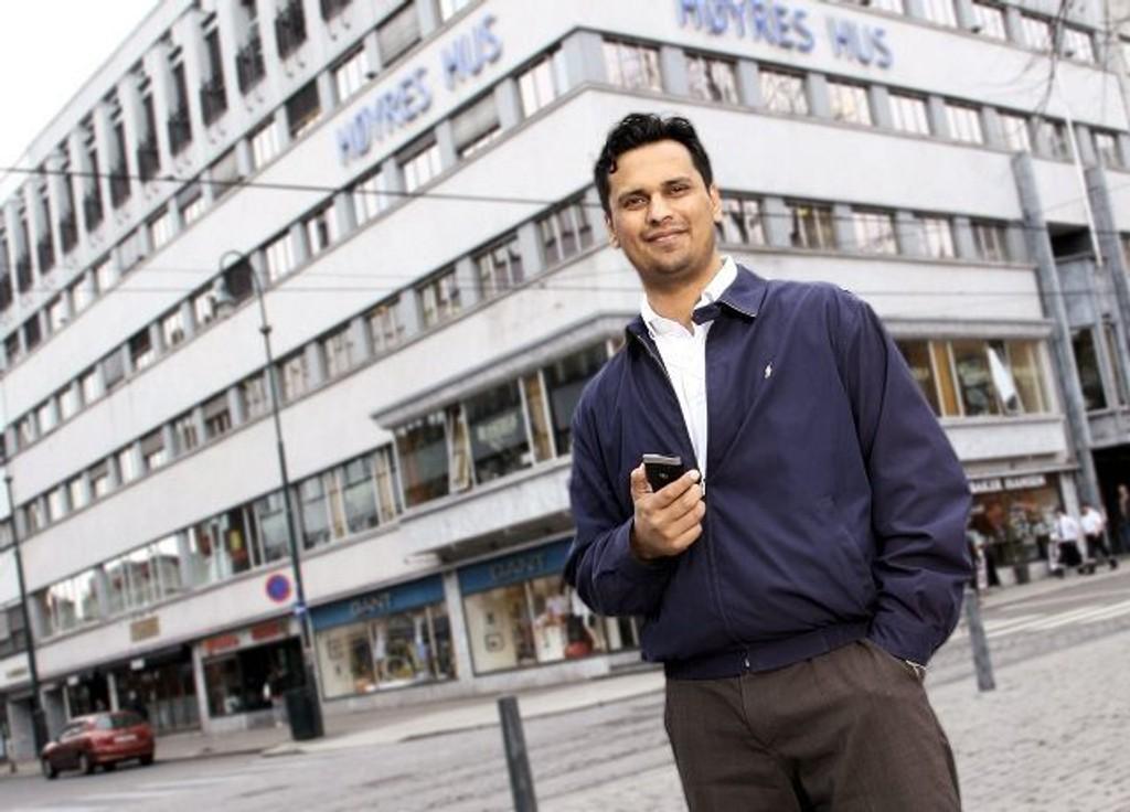 Kjemper for svømmetilbudet: Mudassar H. Kapur mener man bør dobble svømmetilbudet i Søndre Nordstrand. Foto: Privat