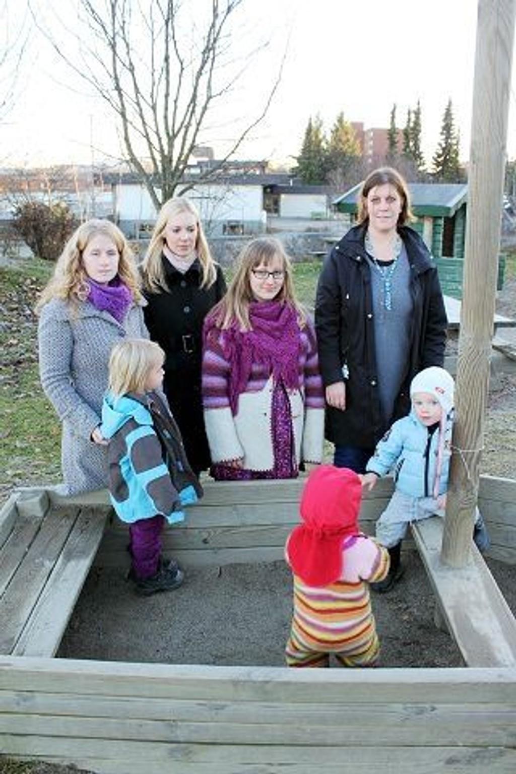 Småbarnsforeldre er bekymret for kvaliteten i Østensjøs barnehager. Her noen representanter for foreldreaksjonen.
