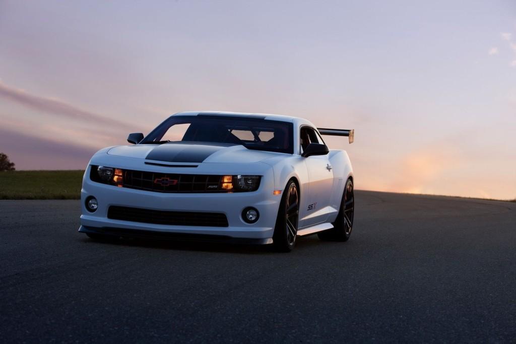 Muskelbilen Chevrolet Camaro i strippet racingdrakt: SSX Track Car.