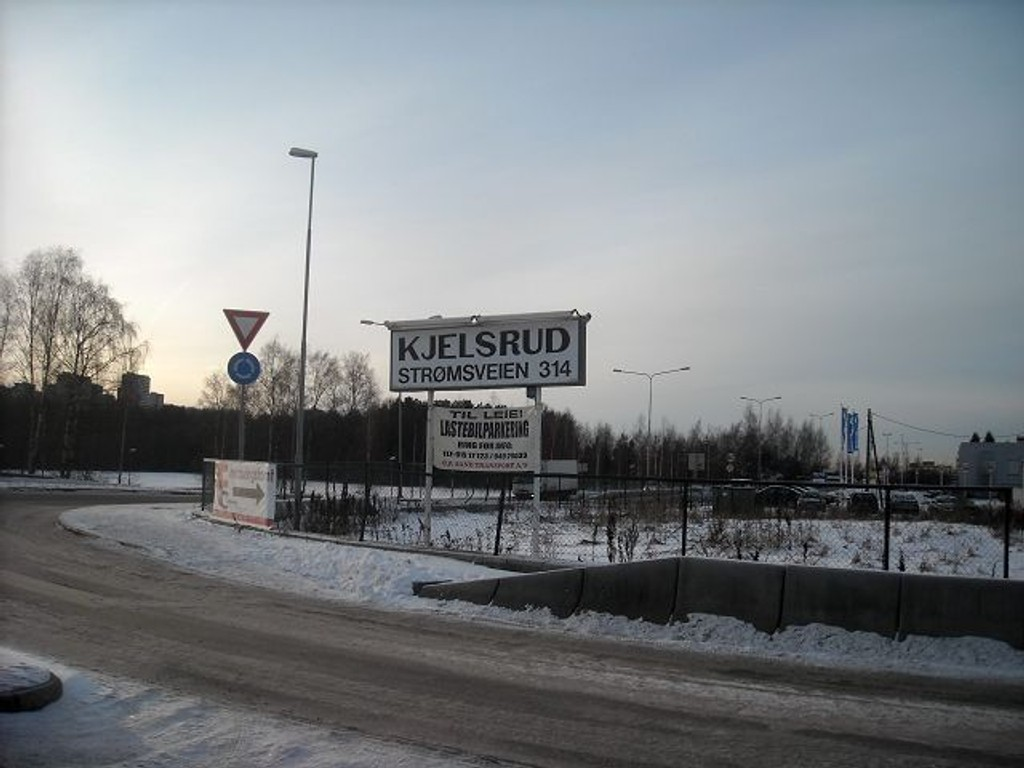 Området Kjelsrud-Leirdal bør få seg en make over, mener politikerne på Alna. Området huser i dag mange næringsdrivere av forskejllige slag. Her fra Rundkjøringen rett ved Ikea, som ligger på den andre siden av veien for Strømsveien 314.