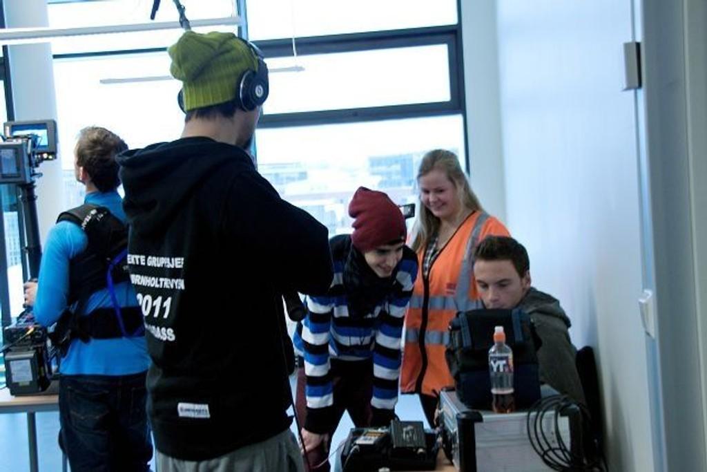 Selv om hele produksjonen ble styrt av Bjørnholt elever hadde de leid inn profesjonelt utstyr og en av fotografene bak Max Manus-filmen.