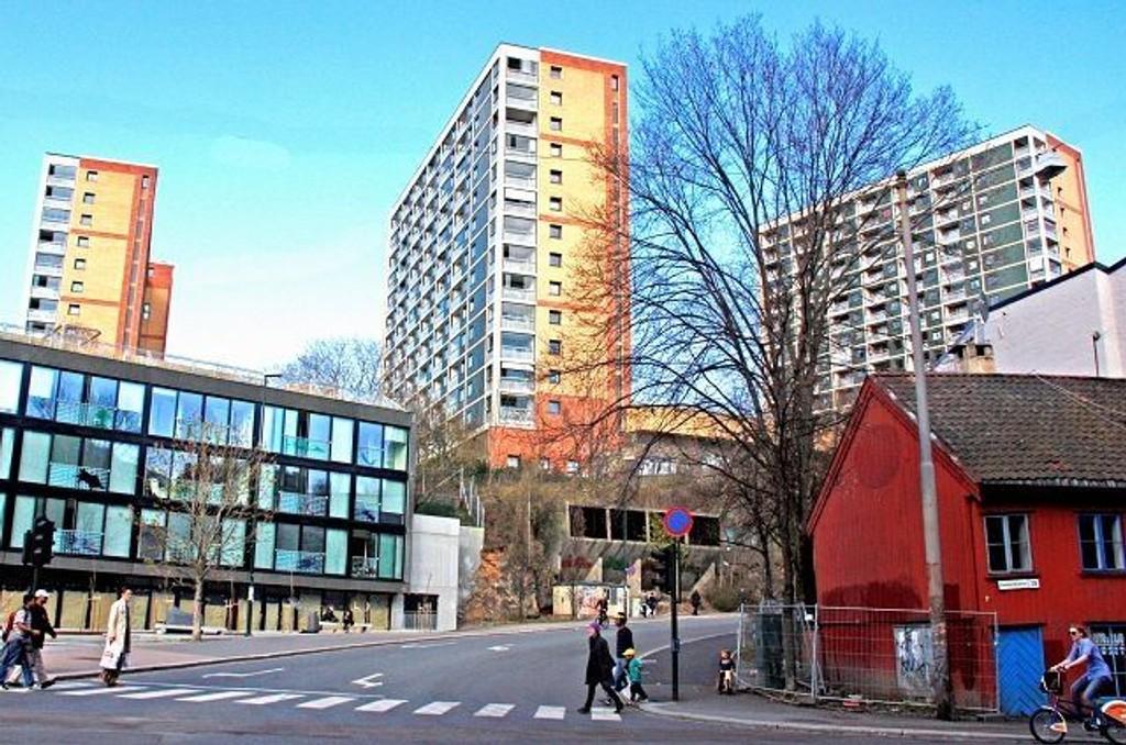 Enerhaugens høyhus, ragende i området, er et klart symbol på 1960-tallets stolthet over egen fortreffelige nåtid og framtid.