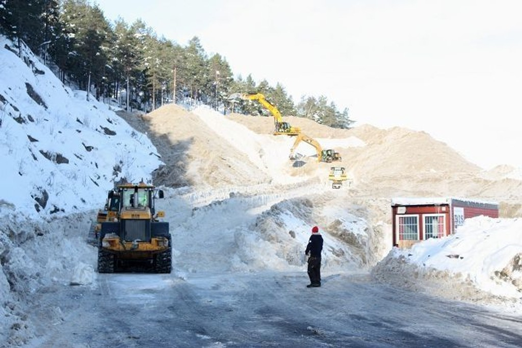 Åsland er hoveddeponiet for Oslo-snøen, men tomten fylles opp med snø som aldri forsvinner. Byrådsavdelingen håper å finne nye løsninger for snødeponering fra 2012.