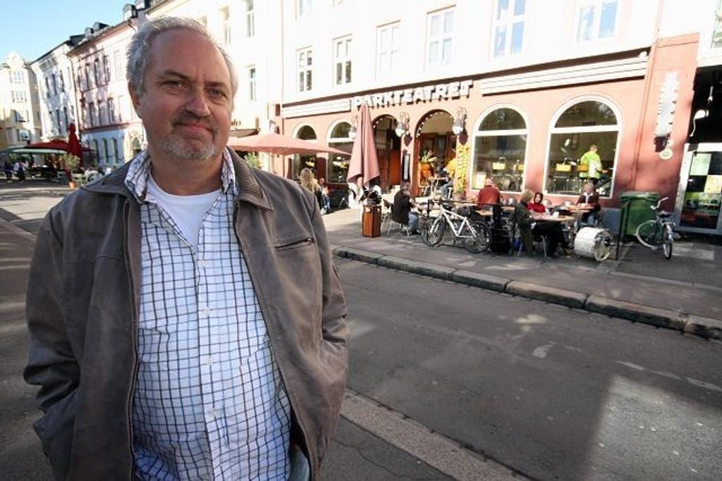 Høyrepolitiker og næringslivsmann Ulf Granli er i harnisk over det vedtatte prishoppet på leie av fortau i bydelen. Ap-mann Paal Haavorsen avviser Granlis utspill som «bare tull».