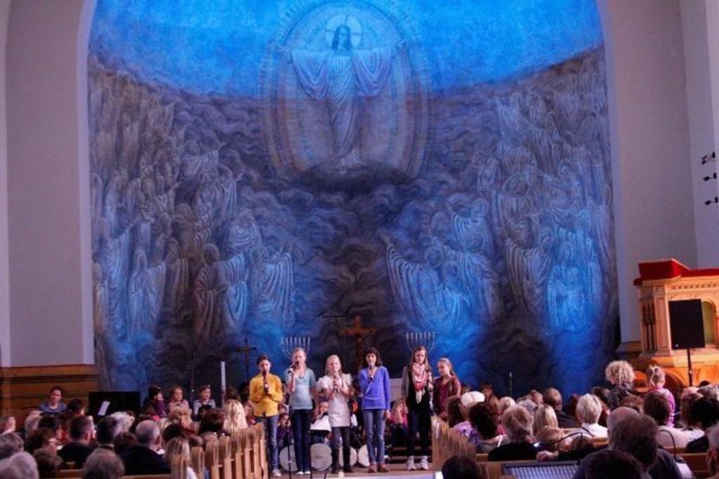 Allsang og jubileumskonsert er noe av det som serveres i år i Grorud kirke.