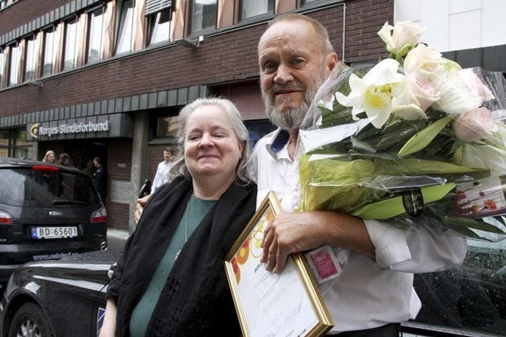 Margareta Forrestad i Blindeforbundet var veldig fornøyd med den tidligere ordningen, og takket i fjor en av sjåførene i Oslo Taxi. Omleggingen av TT-tilbudet har nå blitt en skandale for brukere og sjåfører.