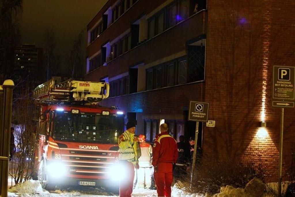 Beboerne i oppgangen måtte evakuere etter en brann i Lovisenberggata i natt.