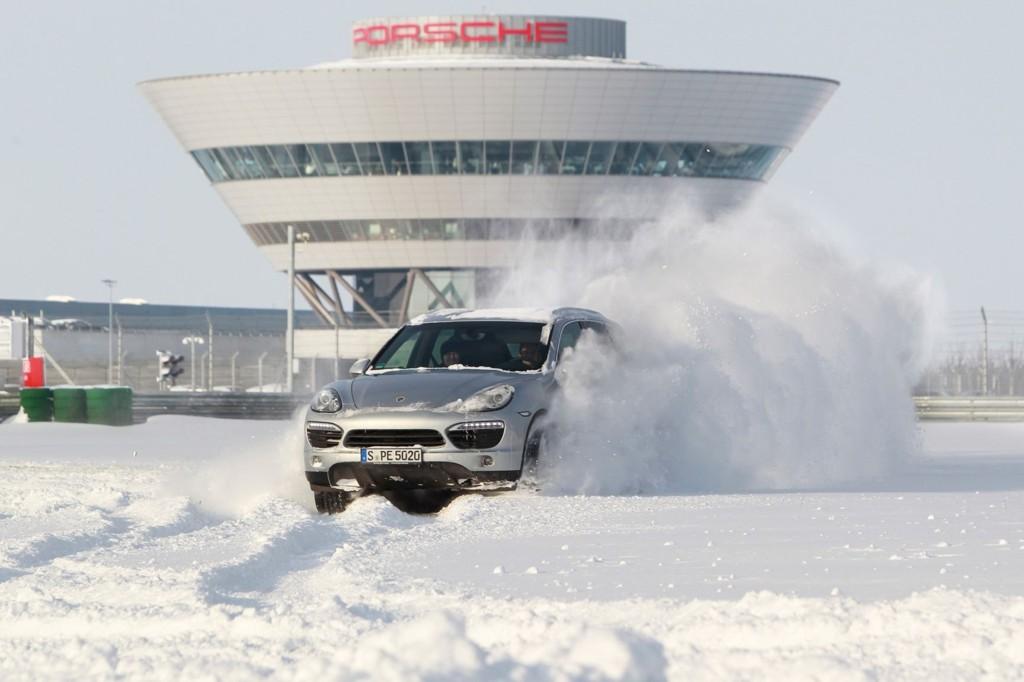 Porsches breddesatsing har slått godt an i Norge. Cayenne økte salget med 569 prosent, viser tall fra Opplysningsrådet for Veitrafikken.