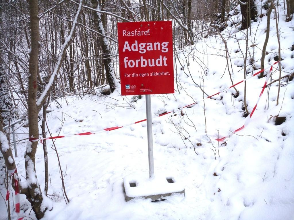FARLIG: Nå er det så mye snø langs Lysakerelva at Friluftsetaten melder om rasfare ved Jarfossen. Foto: HEGE SAXEBØL MOUM
