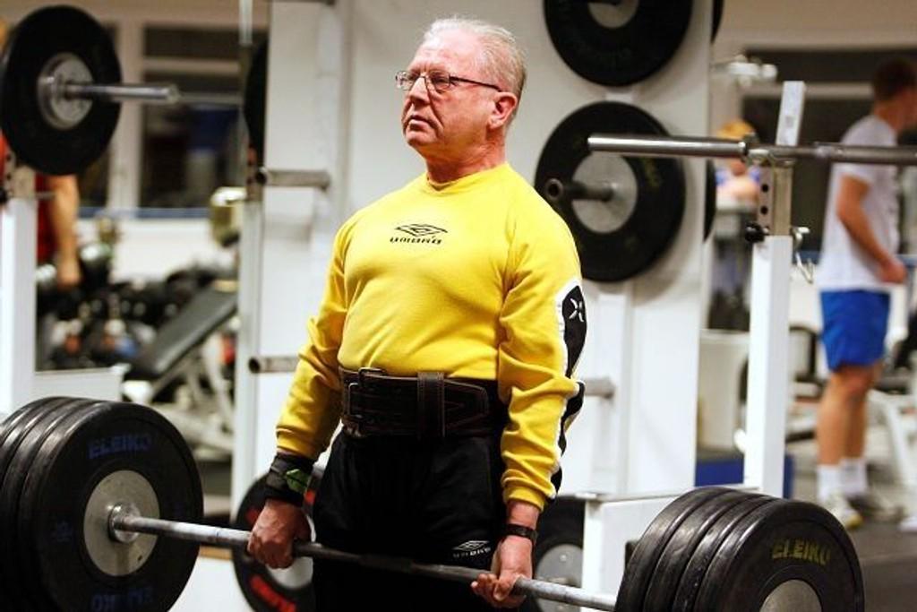 Hans Martin Arnesen ligger ikke akkurat på latsiden etter gullfangsten i veteran-NM. Her under en treningsøkt på Toppidrettssenteret.
