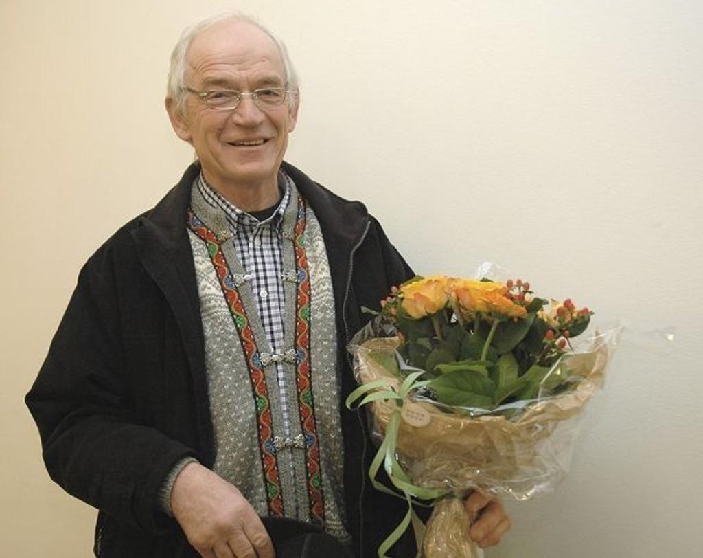 I fjor var det Ivar Bakke på Skjerven gård som fikk utmerkelsen Årets navn i Nordre Aker av Nordre Aker Budstikkes lesere? Premieprisen på 7000 kroner ga han til Kirkens bymisjon.