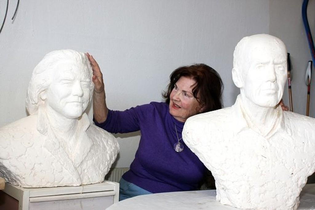 Solveyg Schafferer-Sigerus har drevet med billedhugging i over 60 år, på onsdag holder hun et lysbildeforedrag i Oppsal samfunnshus.
