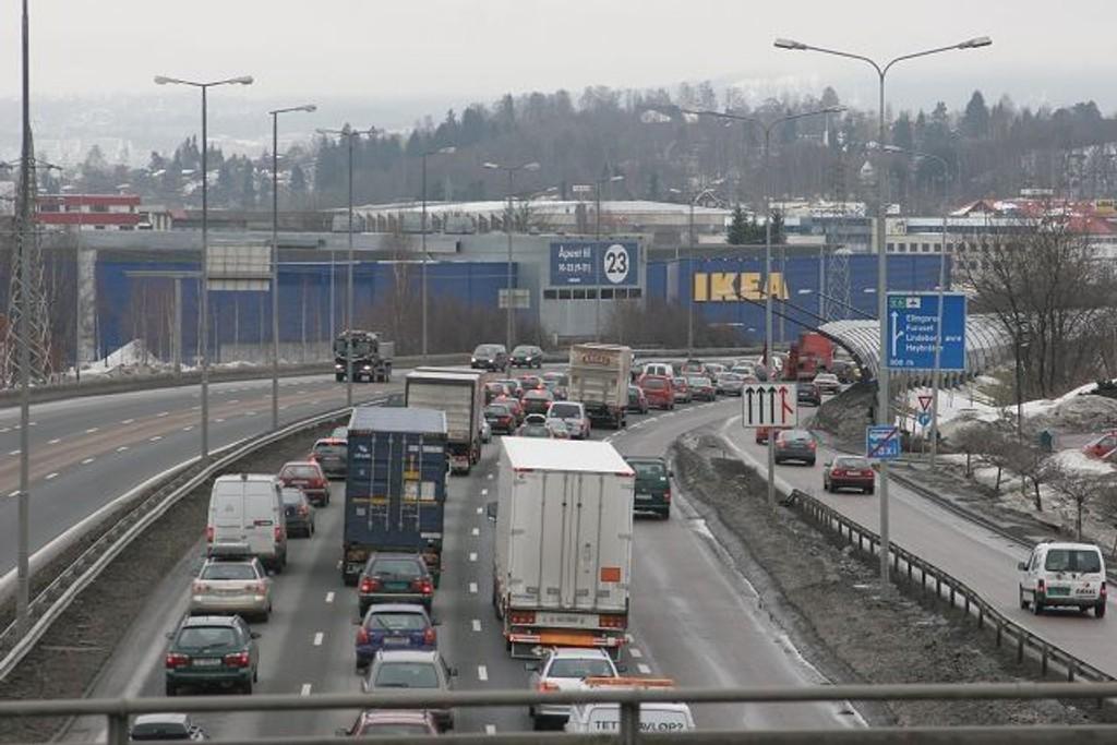 Høyre og Ap vil ha gradert bomavgift i Oslo, for å få folk til å endre adferd. Hensikten er å få ned luftforurensingen.