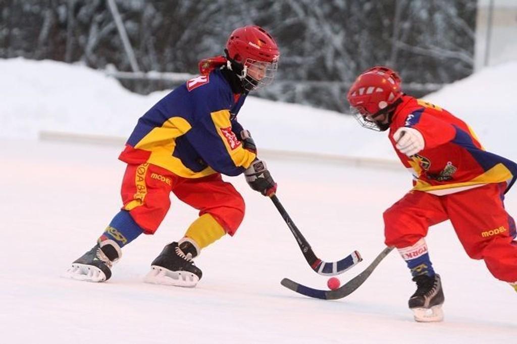12-åringen Fredrik Sande Mathisen imponerer både på isen for Røa, og på fotballbanen for Stabæk.
