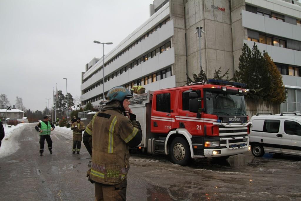 Brann i en acetylenflaske i kjelleren til Statnett i Husebybakken 28 førte til stor eksplosjonsfare tirsdag formiddag. Dette førte til evakuering og stans av t-banen.