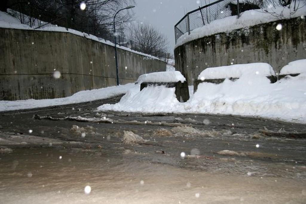 Slik ser det ut tirsdag formiddag ved jernbaneundergangen ved Oset - Kjelsås.