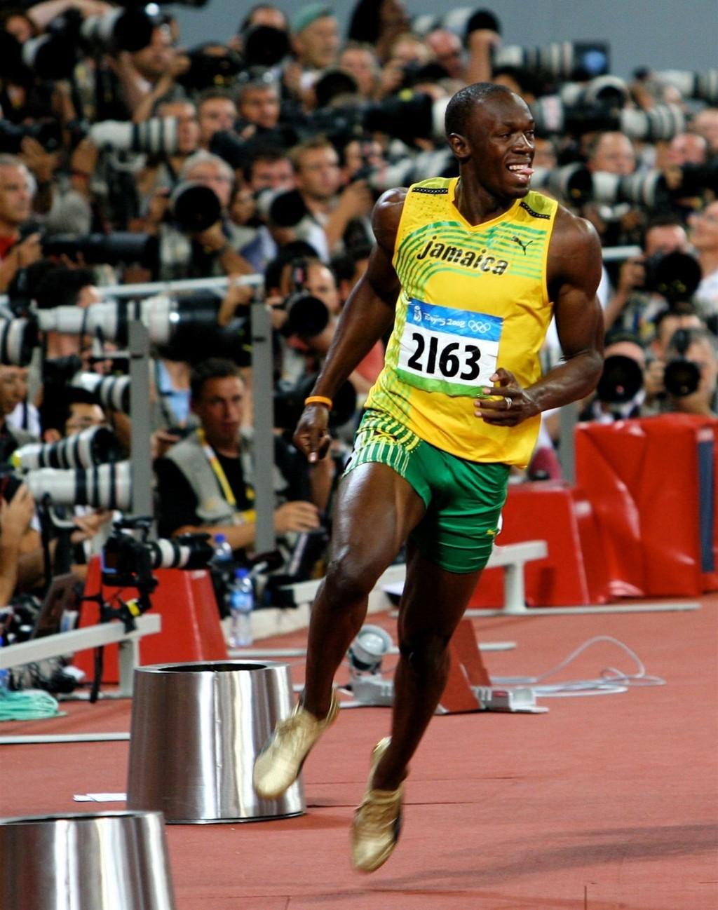 Usain Bolt mens han feirer seieren på 100 meter og ny verdensrekord under OL i Beijing i 2008. Nå kommer han til Oslo.