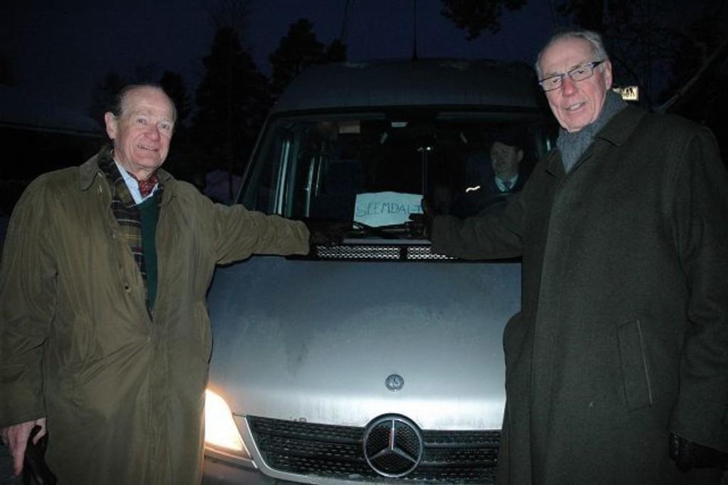Alf G. Astrup og Erik G. Tandberg ved resultatet av beboernes to måneder lange kamp mot Ruter. Men beboerne på Gulleråsen avspises med et busstilbud som bare kjøres mellom 07.30 og 15 på hverdager.