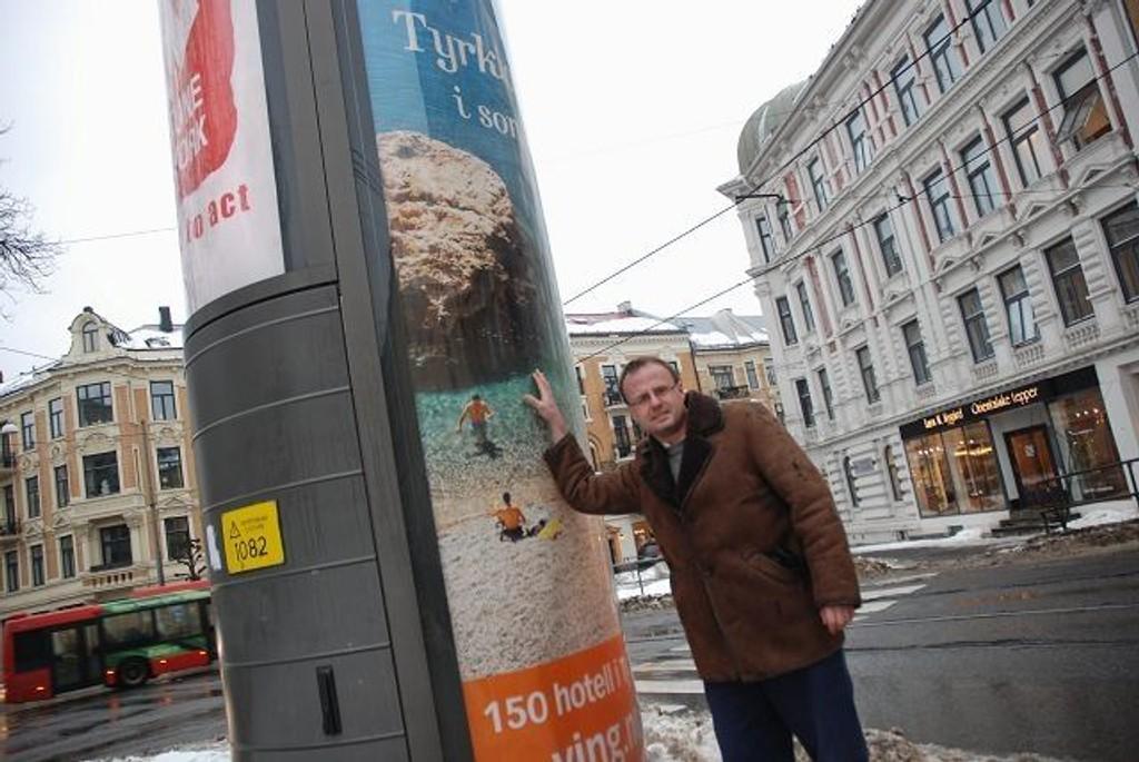 Håkon Wium Lie i aksjonsgruppen Stans.no forventer at kommunen får vekk de store reklametårnene snarest.