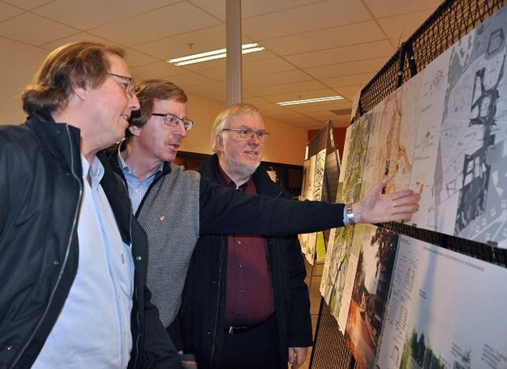 – TA DET BESTE FRA Alle: Arbeiderartipolitiker på Alna, Knut Røli i midten, under åpning av utstilling for Idékonkurransen for Furuset.