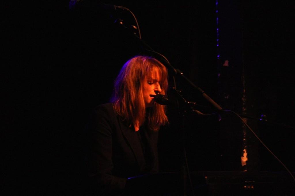 Arrestasjonen av Maria Amelie har skapt et enormt engasjement blant norske artister. Susanne Sundfør var en av mange som stilte opp til konsert på Blå torsdag kveld.