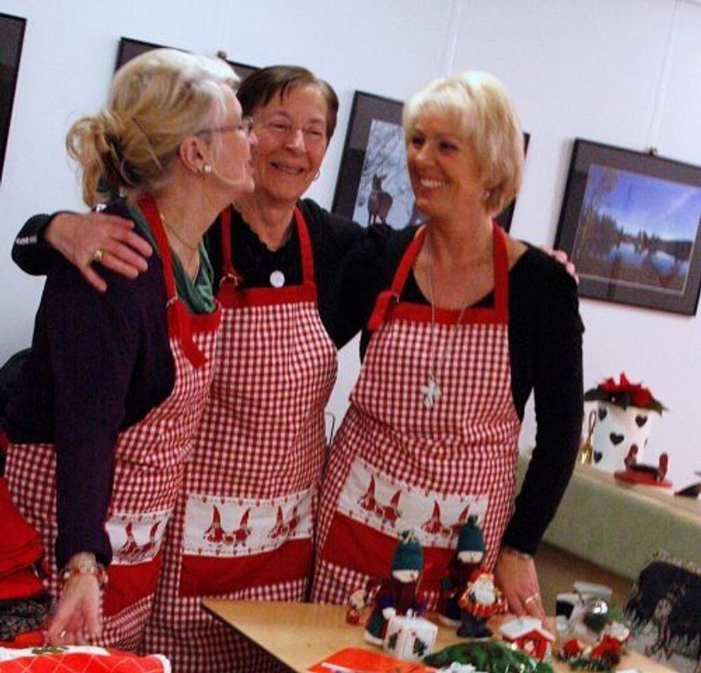 Stovner frivillighetssentral er et fint sted å være, her fra fjorårets julemesse, der flere bidro og mange kom som gjester.