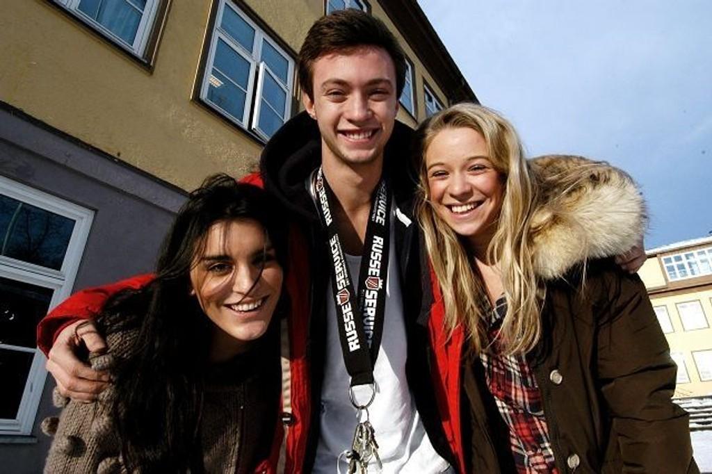 Tamara Haaland, Felix Skaara og Oda Rød mener årets revy blir knall. FOTO: ELISABETH C. WANG
