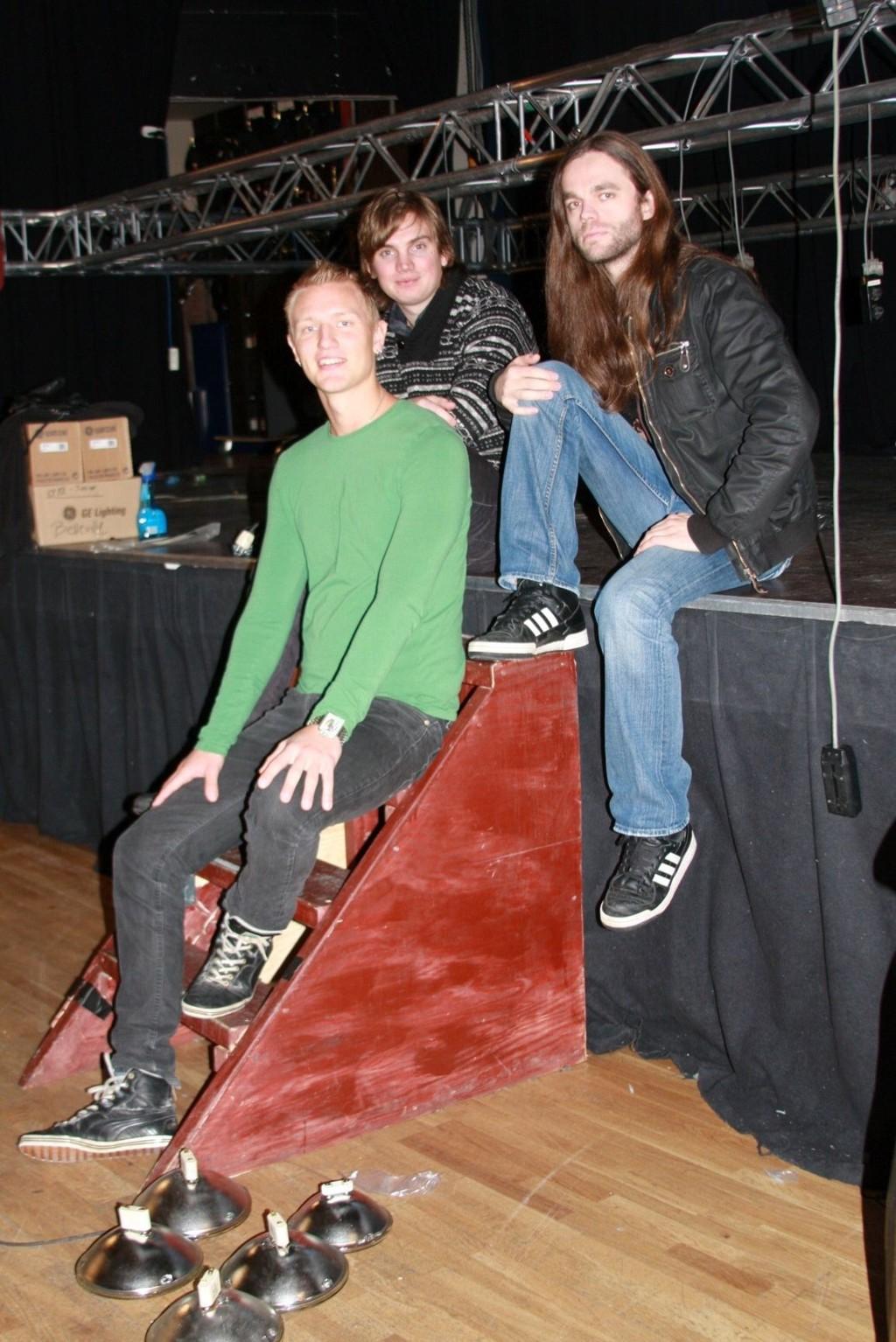 Fredrik Solberg, Johan Tobias Bergstrøm og Gildas Le Pape (Satyricon) prøvesitter scenen på Cosmopolite. Og gleder seg til helgen!