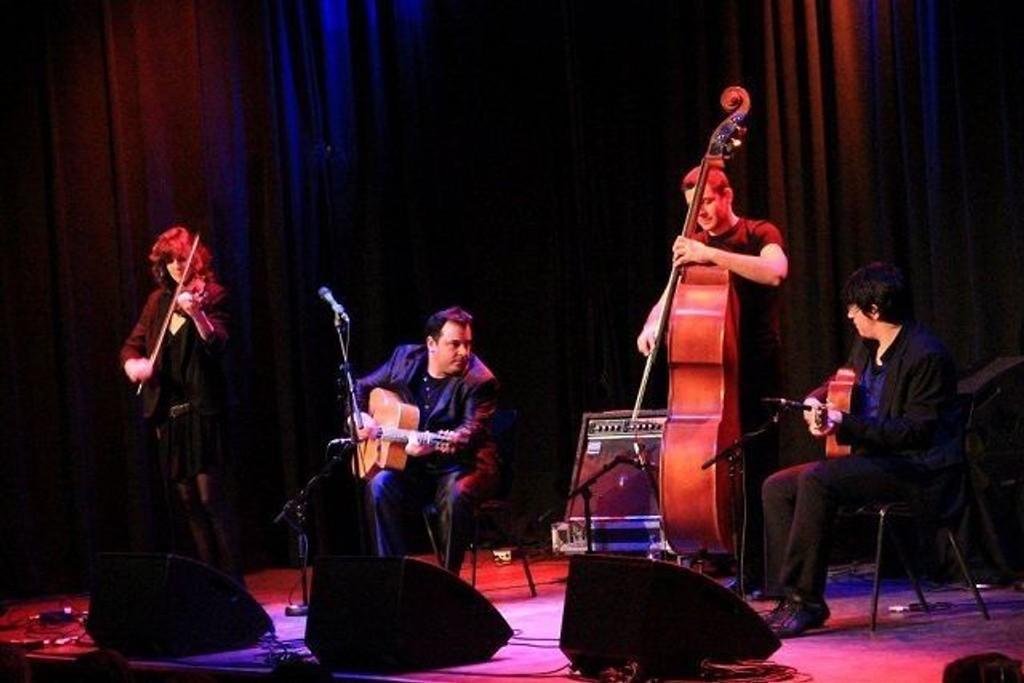 Fiona Monbet med Frangy Delporte Trio.