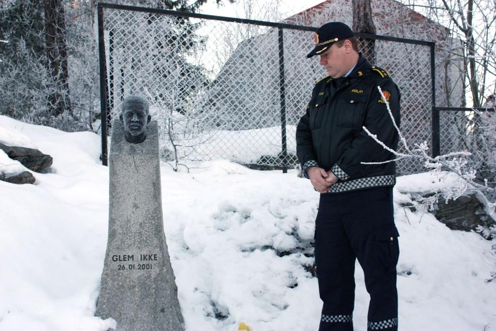 Ti år har gått siden Benjamin Hermansen ble drept på Åsbråten på Holmlia. Politioverbetjent Bjørn Øvrum glemmer det aldri. Nå er han koordinator for kriminalforebyggende arbeid i hele Oslo politidistrikt.