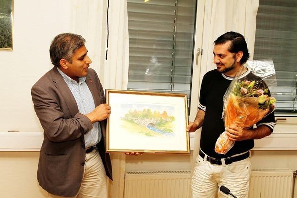 Aziz Rehman (t.h.), leder av PAK radio, mottok i sommer kultur- og miljøprisen.