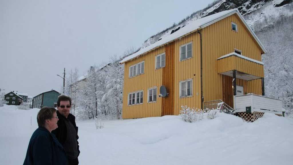 FRYKTER IKKE: Tove Uglem og Ottar Skjellhaug bor i rød sone i Charlotta, men de frykter ikke for sin sikkerhet.