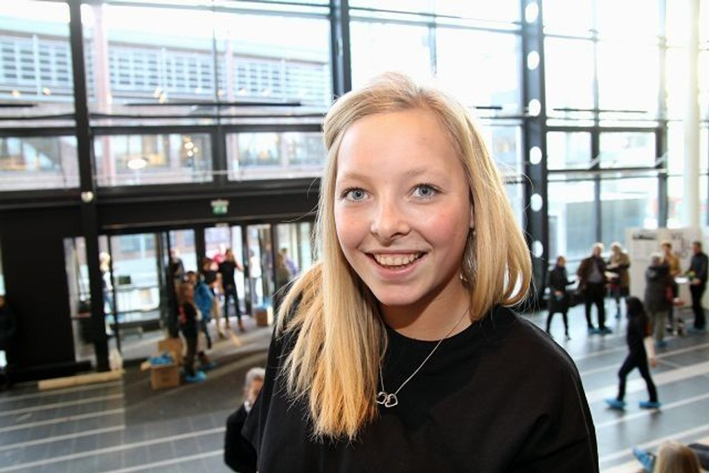 Celine Jensen (16), Sandaker vgs.: 1. Den er utrolig fin og moderne. Bra med elever fra forskjellige skoler. 2. Jeg kommer garantert til å søke. (KLIKK PÅ BILDET FOR Å SE NESTE)
