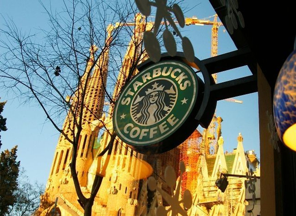 Starbucks satser på sentral plassering av sine kafeer, her ved den berømte kirken Sagrada Familia i Barcelona.