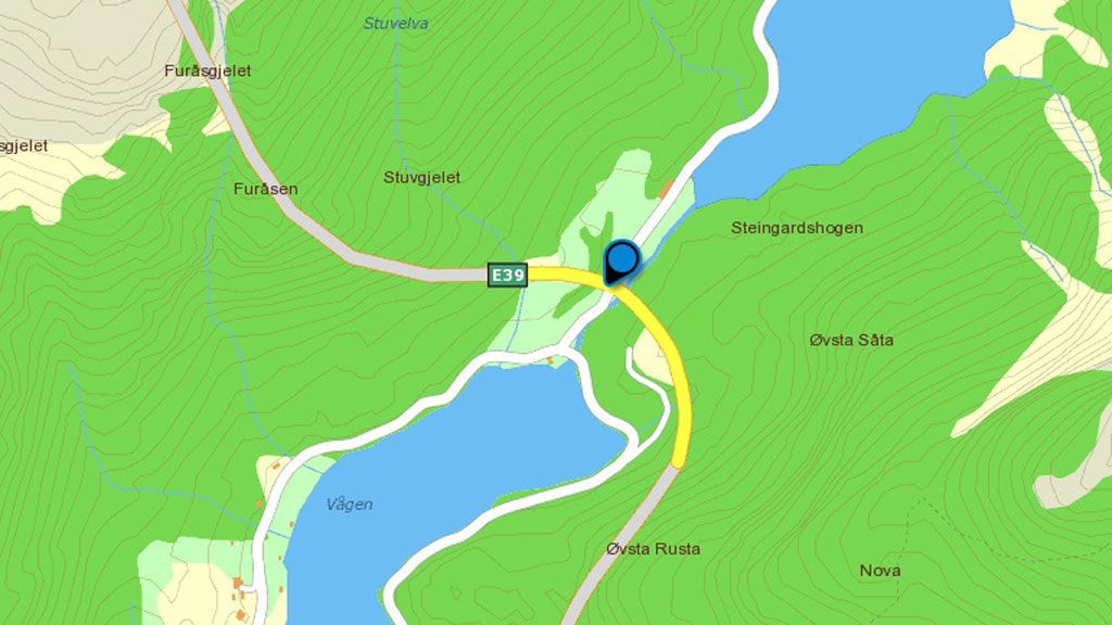 Frontkollisjonen skjedde på Hopsbrua.