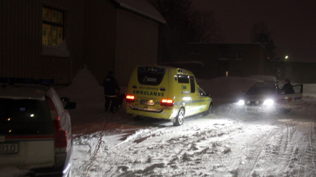 STOPPET: Politiet fikk raskt stoppet kvinnen som forsøkte å kjøre av gårde med ambulansen i Lørenskog natt til søndag. Det er ikke første gang uvedkommende stikker av med et utrykningskjøretøy. Dette bildet er tatt for et år siden, da en ambulanse ble stjålet i Lillestrøm.