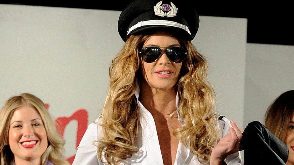 I EN ALDER av 47 år har Elle MacPherson sluttet som modell, men gjorde et unntak for Virgin.