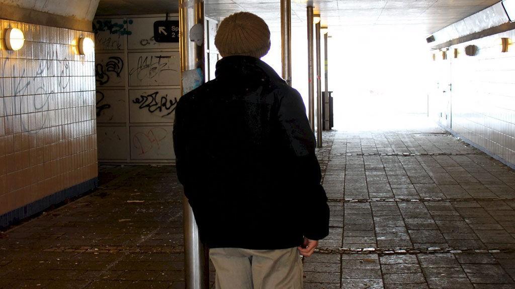 Denne 26-åringen har rettet sterke anklager om sexovergrep mot sin tidligere lærer på en ungdomsskole i Vestfold. Etter at han anmeldte læreren, har 26-åringen fått vite at en annen elev på skolen ble misbrukt av samme lærer.