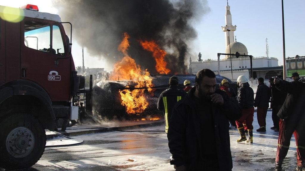 En lastebil eksploderte i Libyas hovedstad Tripoli onsdag.