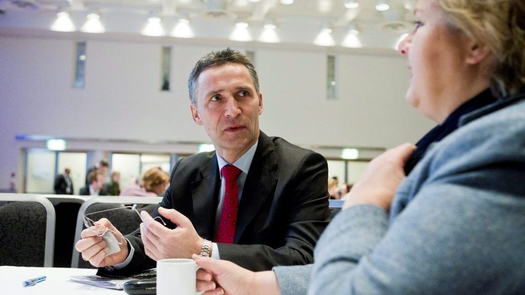 Jens Stoltenberg og Erna Solberg skal diskutere datalagringsdirektivet.