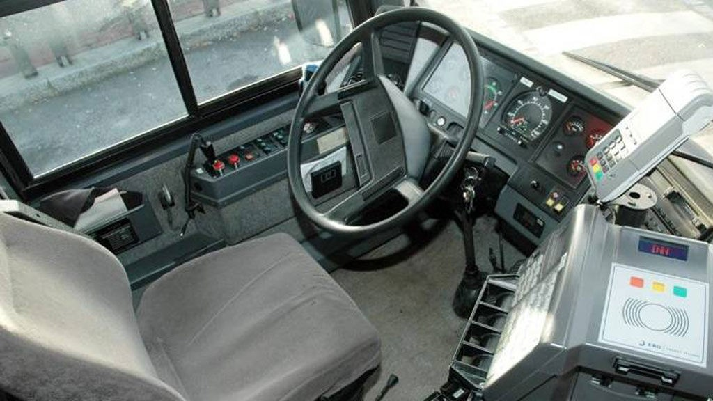 - BLOTTET SEG FOR UNGE JENTER: En bussjåfør i et busselskap i Telemark er tiltalt for 11 tilfeller av blotting overfor unge jenter, som var alene igjen på bussen. (illustrasjonsfoto)