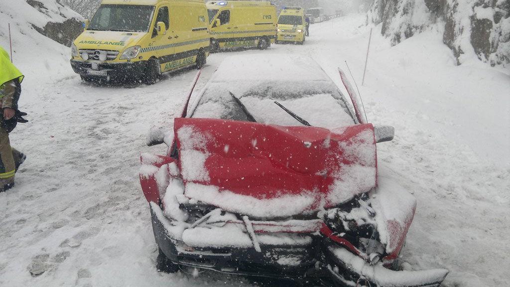 ULYKKE: En personbil kolliderte med en lastebil på fylkesveg 17 ved Gryta i Namdalseid fredag ettermiddag.