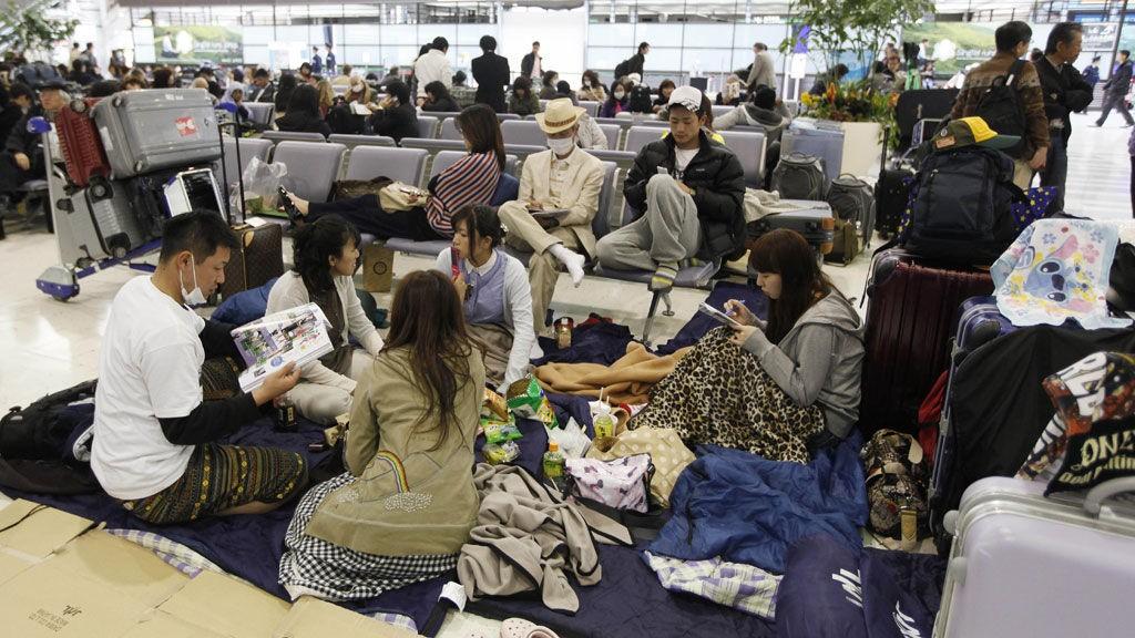 Passasjerer ved flyplassen Narita utenfor Tokyo.