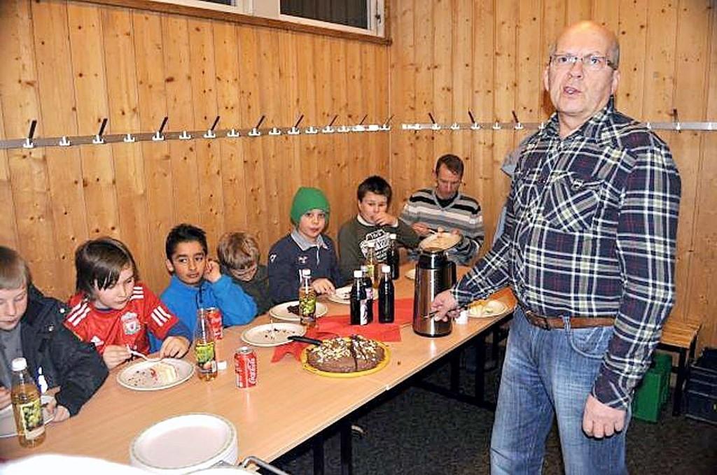 Sist onsdag smakte kaken ekstra godt for medlemmene av Klemetstrud skolekorps, som feiret 75 år.