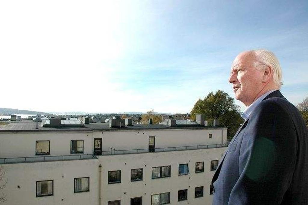 Thorvald Stoltenberg kommer til Tåsen 30. mars.