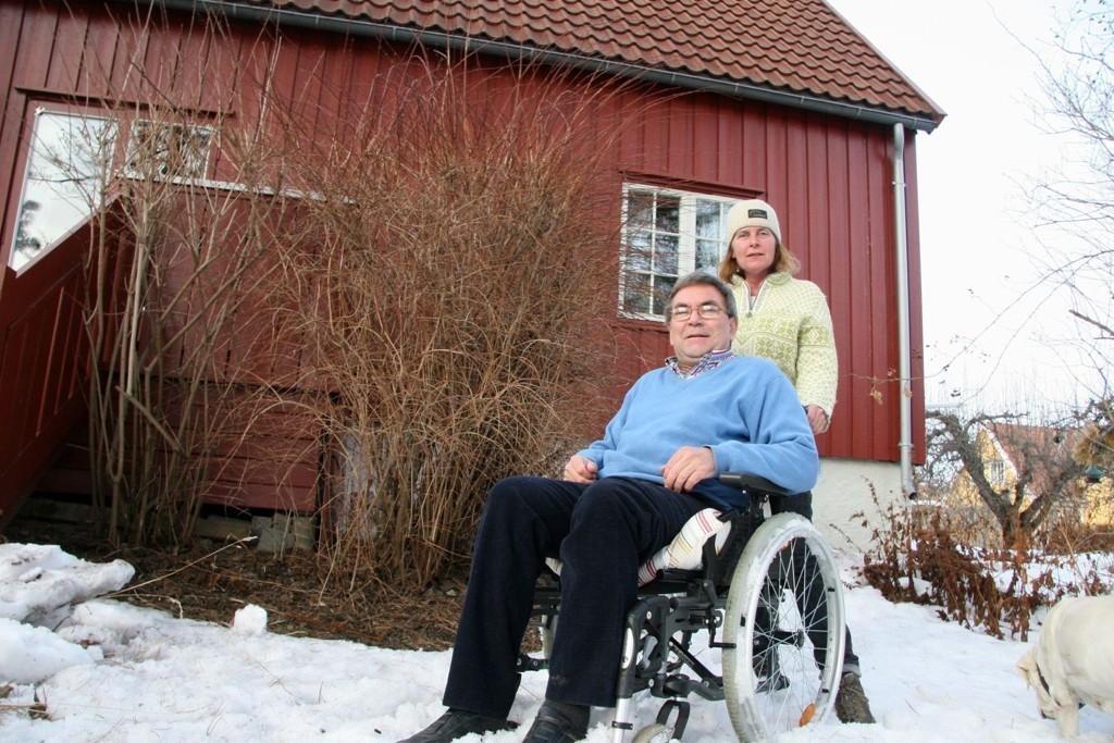 Hvis ikke ekteparet Hans Ragnar og Laren Aaserud får bygget ut førsteetasje med 30 m2 (fra denne siden av huset), slik at Hans Ragnar får alt på en flate, må de i stedet flytte. .